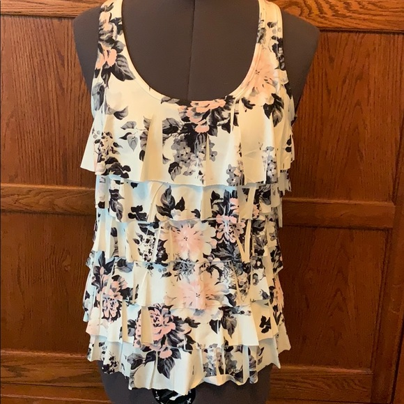 Forever 21 Tops - Floral ruffle top size Small